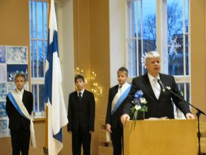 Headmaster Arto Suni and the 6th grade flag bearers